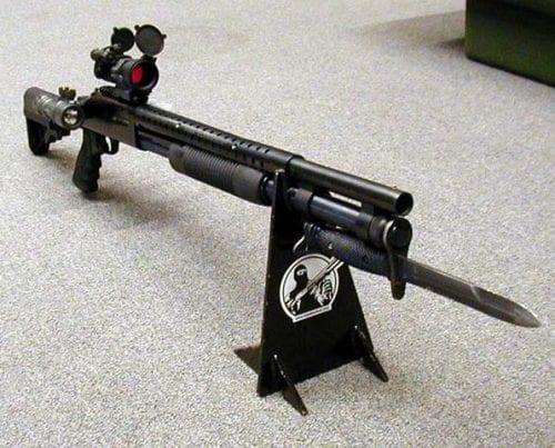Так как крепление штык-ножа стандартизировано, М7 крепится на различные образцы вооружения, помимо М16 и ее вариантов.